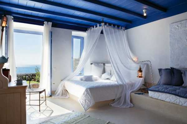 blue-white-bed