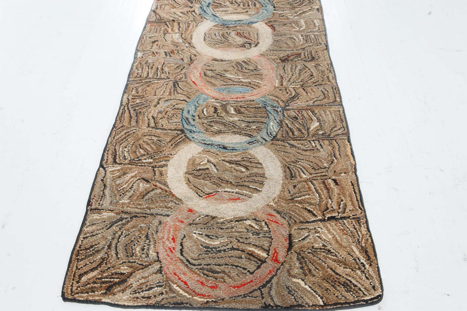 American Hooked with Overlapping Ring Hand Knotted Wool Rug BB7415