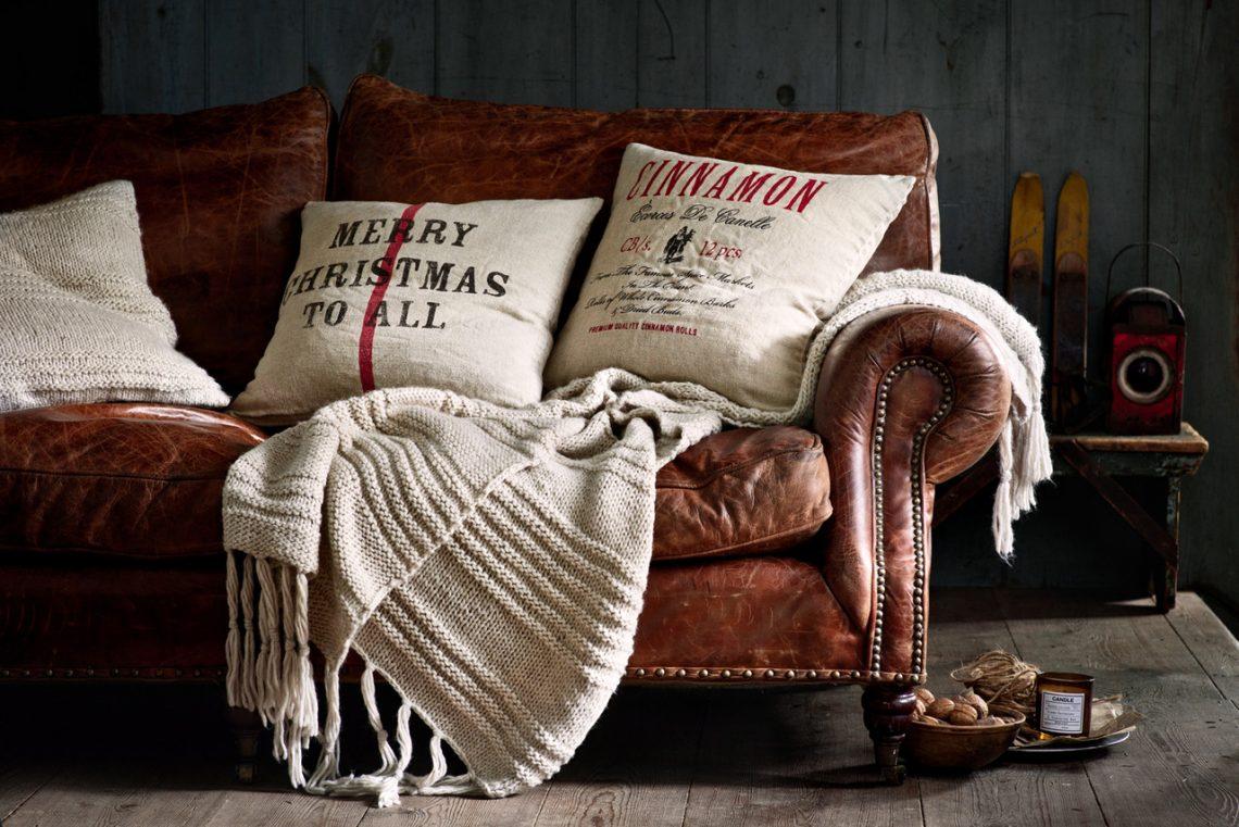 christmas light, winter interior, christmas interior, christmas decor ideas, leather sofa, scandinavian interior, scandinavian decor