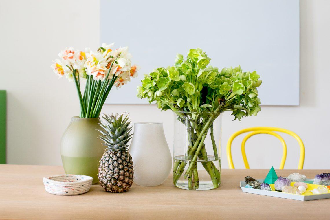fresh flowers in living room, fresh flowers interior decor, bar cart elegant modern interior decor, elegant living room, glamour interior