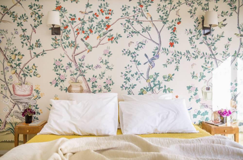 floral wallpaper, spring interior, spring decor, pink bedroom, glamour bedroom, pastel bedroom