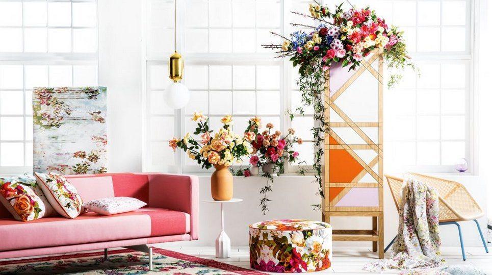 spring DIY, indoor plants, spring interior, Scandinavian interior, spring decor, Scandinavian decor, glamour interior, pink sofa, floral pattern