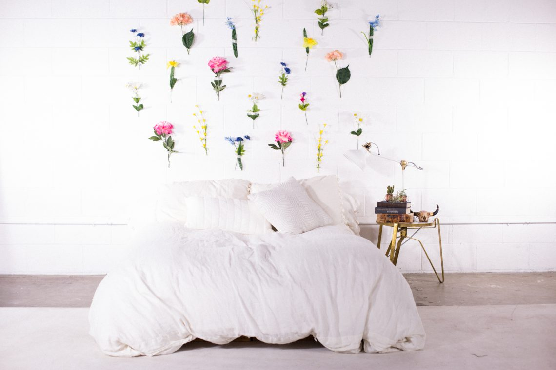 floral wall, flower wall, spring DIY, indoor plants, spring interior, Scandinavian interior, spring decor, Scandinavian decor, hanging flowers, bedroom decor, white bedroom