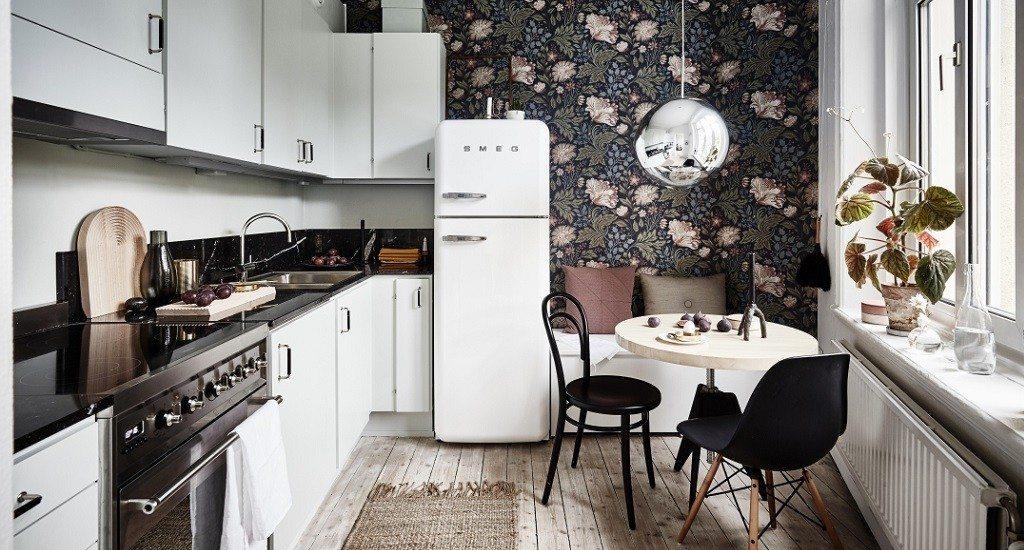floral wallpaper, white kitchen, white smeg, Scandinavian interior, Scandinavian decor, spring interior, modern interior decor