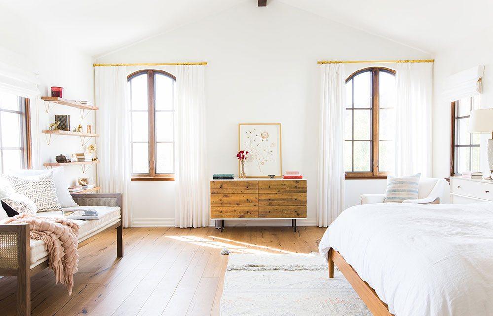 california cool decor, boho interior, vintage rug,