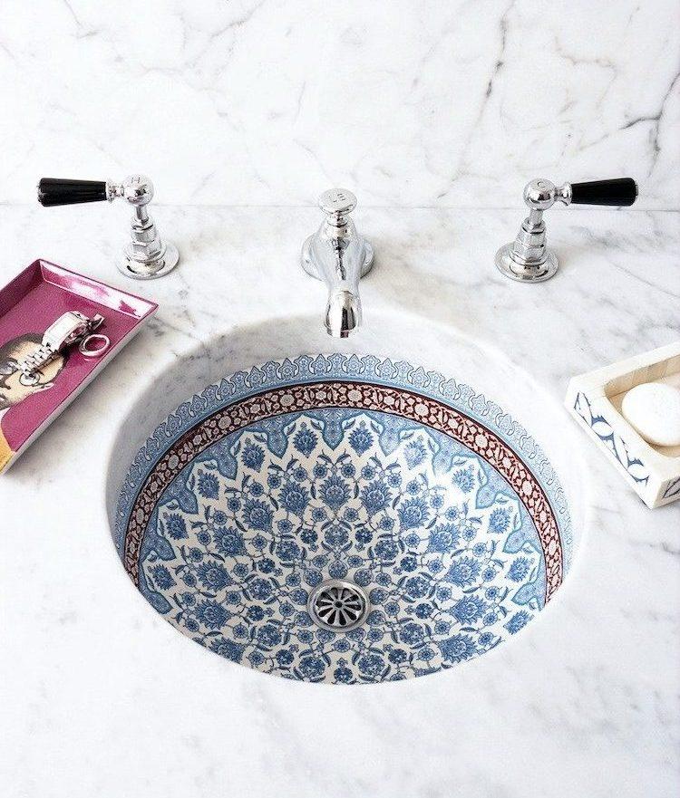 painted bathroom sink, Moroccan sink, decorative sink, painted sink, farmhouse bathroom, farmhouse decorating, rustic bathroom, vintage bathroom, farmhouse interior, bathroom decorating, bathroom decor, wooden bathtub, round mirror, shabby chic bathroom, shabby chic decorating