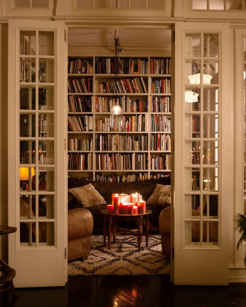 cozy-home-library-autumn-hygge-home-decorating-fall-decorations-