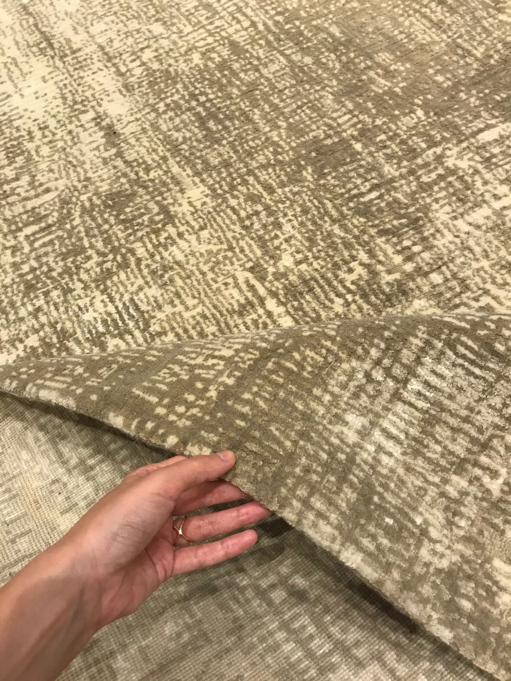 Gold Contemporary Hand Knotted Wool and Silk Rug N11685