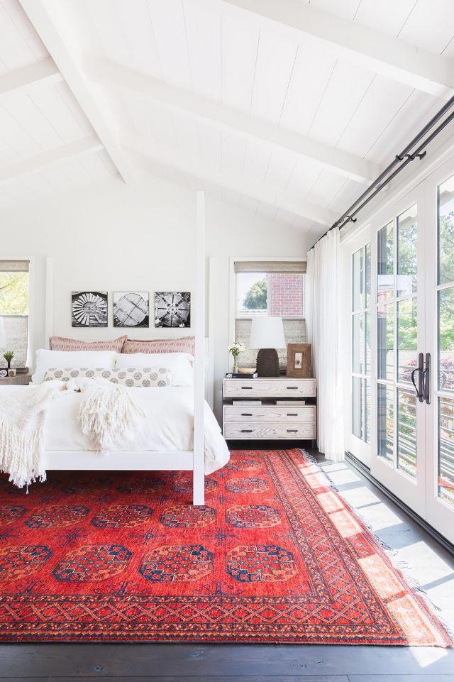 oriental-rug-in-the-bedrrom