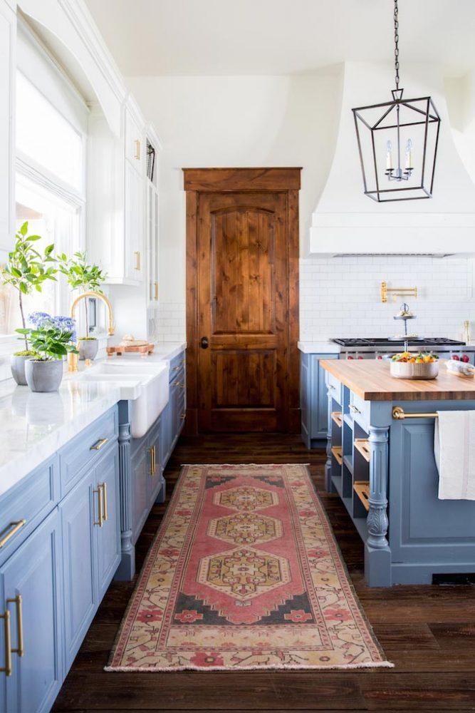 vintage-rug-in-the-kitchen-decor
