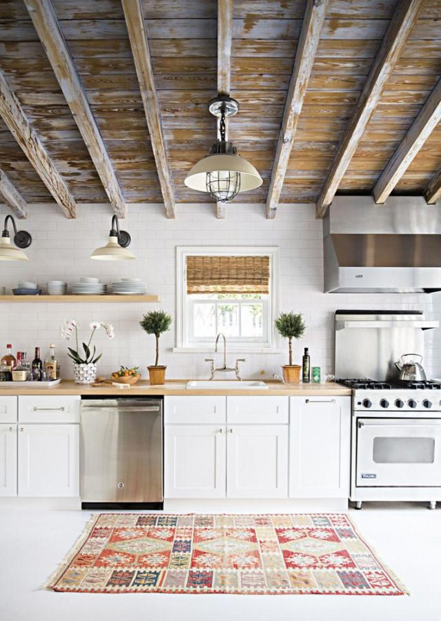interior-decor-trends-statement-ceiling-farmhouse-kitchen