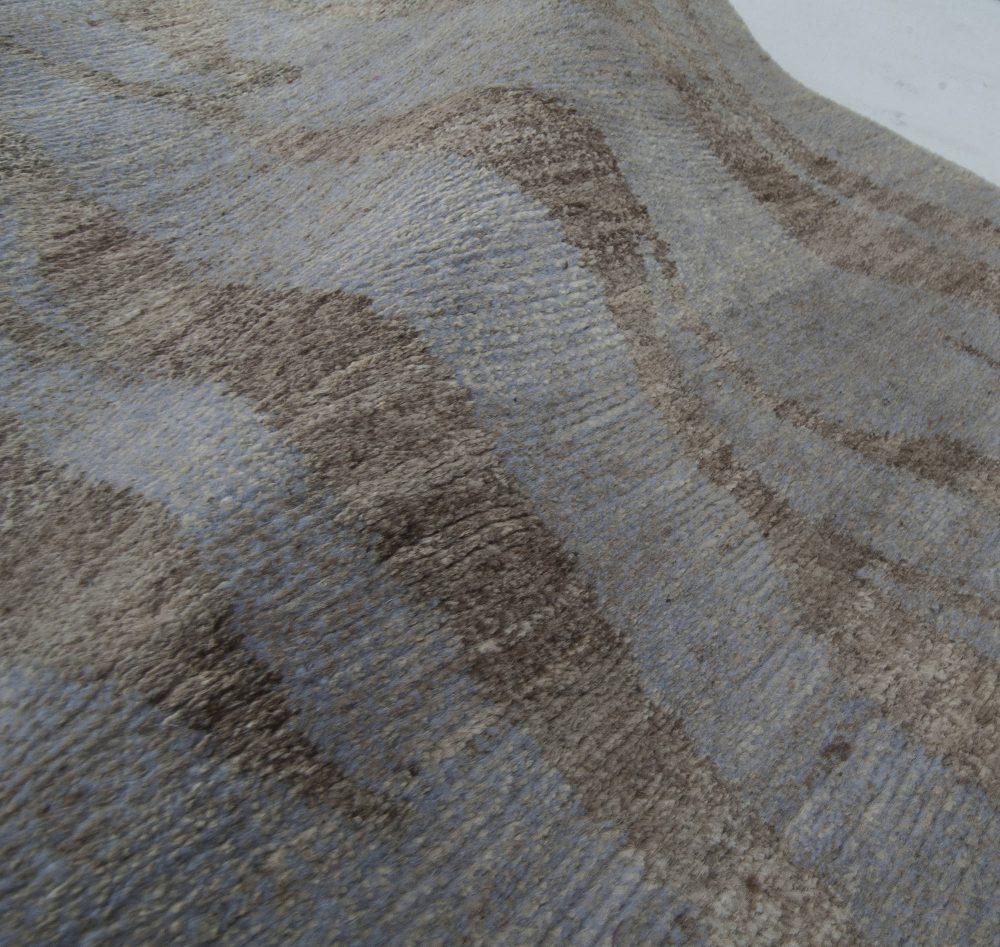 Contemporary Shadows Rug in Aloe & Silk N11442