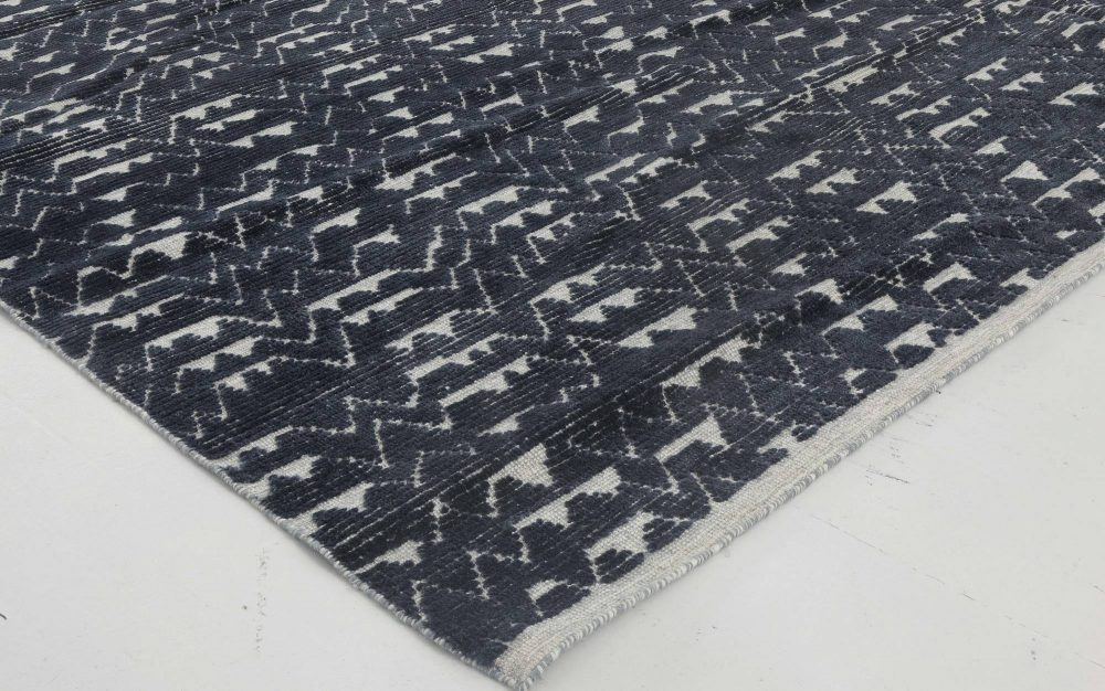 Ice Age Textured Wool Rug in Navy and Ivory N11647