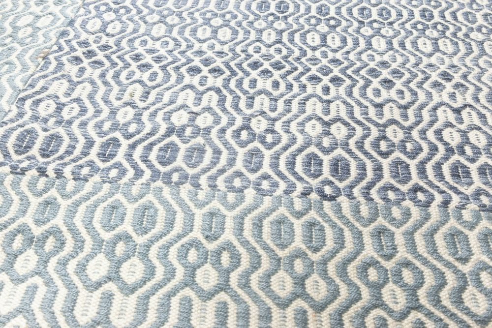 Contemporary Blue and White Flat-Weave Rug N11850