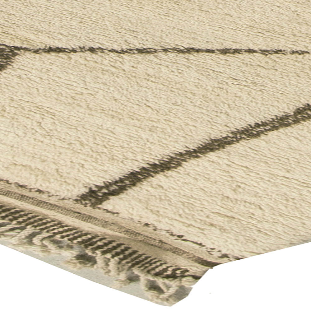 Handmade Moroccan Wool Rug with Tribal Design in White and Brown N10817