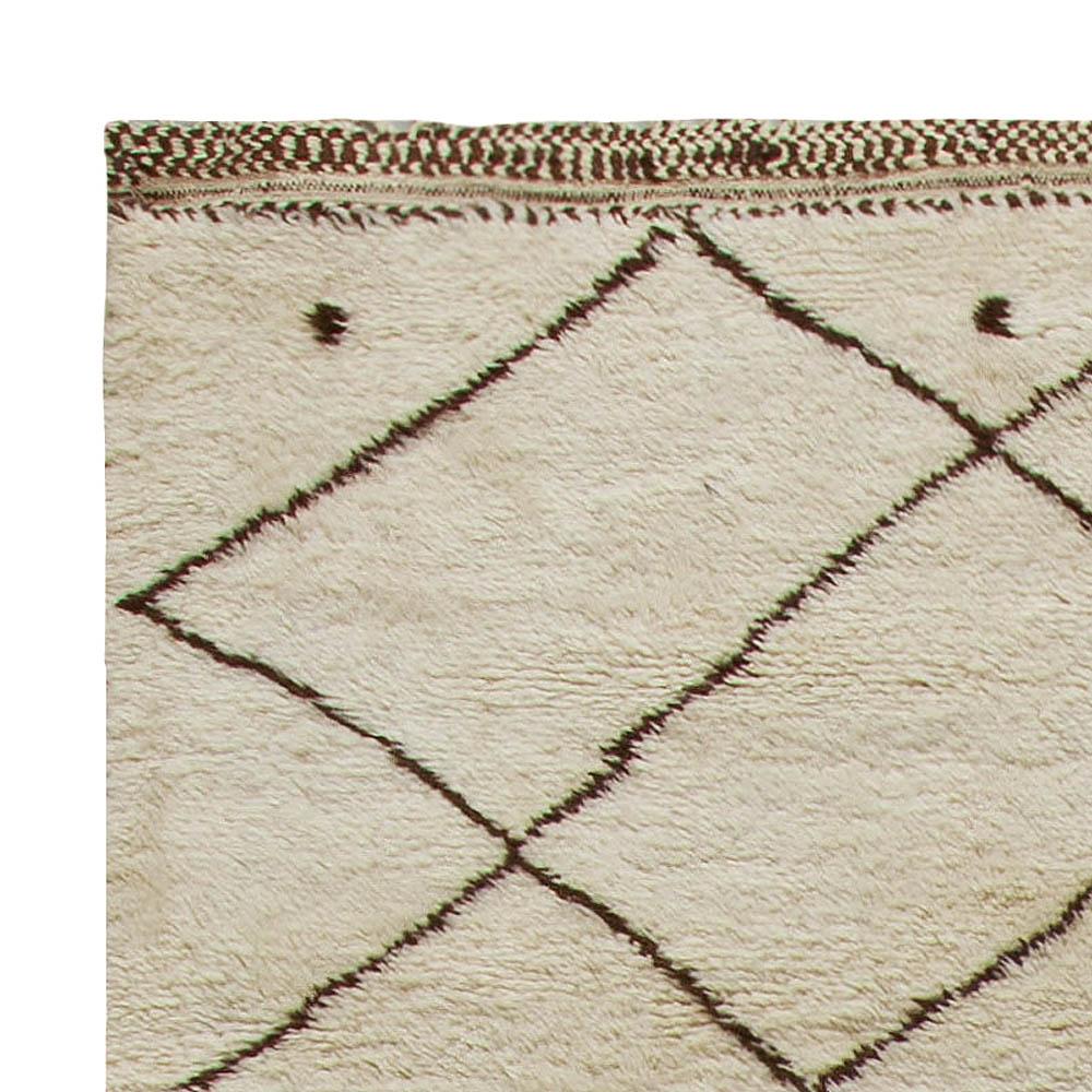 Handmade Moroccan Wool Rug with Tribal Diamond Design N10914