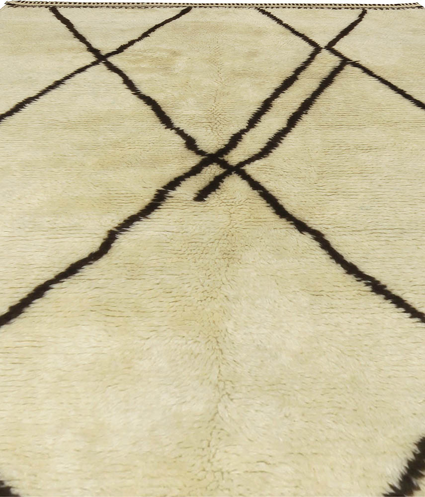 Handmade Moroccan Wool Rug with Tribal Design in Black and White N10709