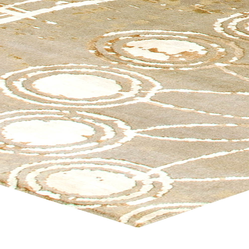 Contemporary Rug and Silk in White and Cinnamon Shades N11255