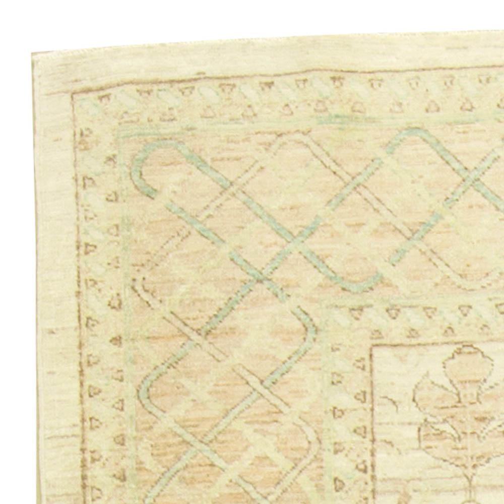 Traditional Oriental Inspired Light Shades of Beige, Blue and Red Rug N11270