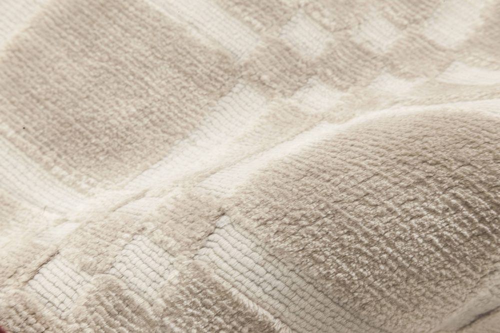 Contemporary Silk Runner N11823