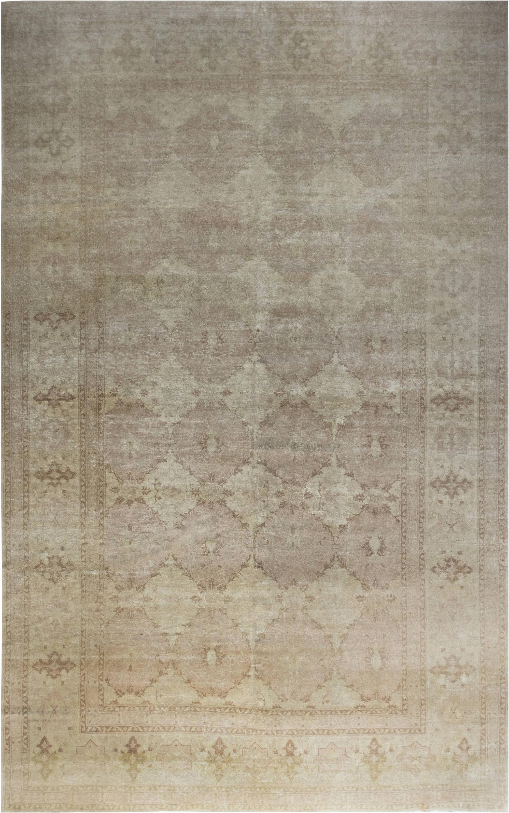 Traditional inspired Tabriz Rug. N11759