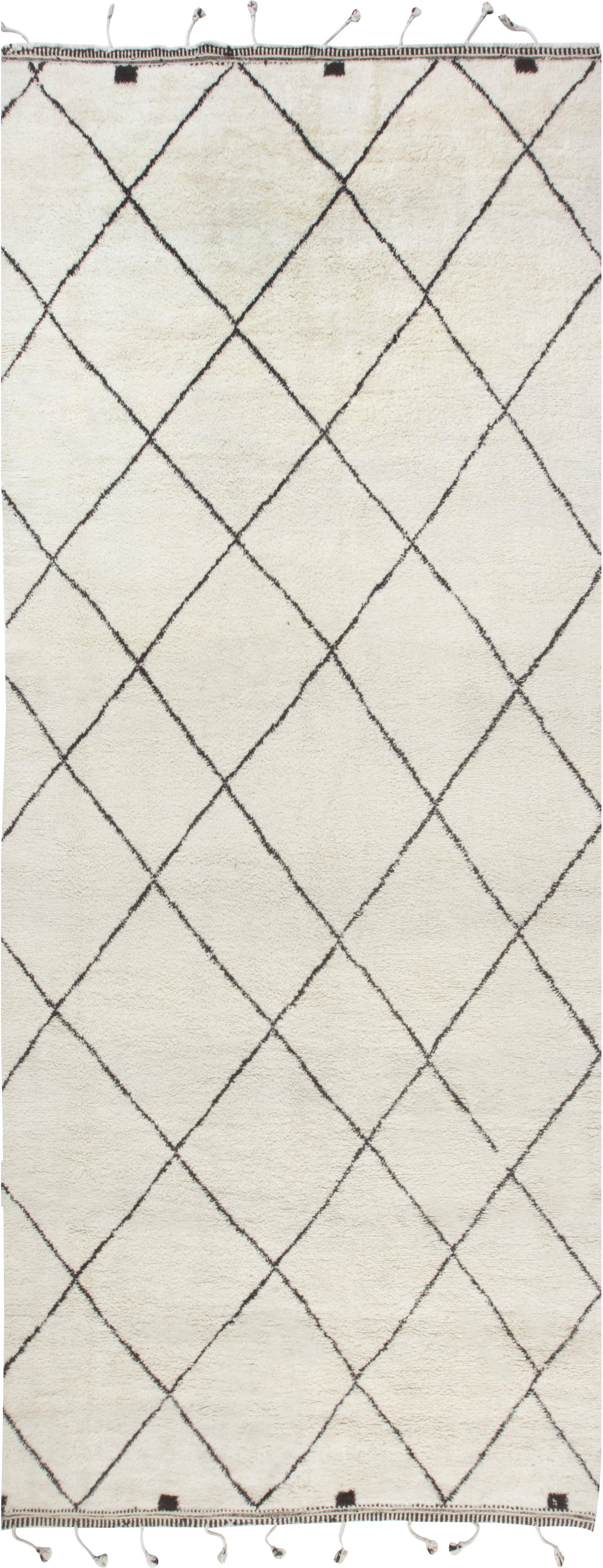 Modern Moroccan rug N11882