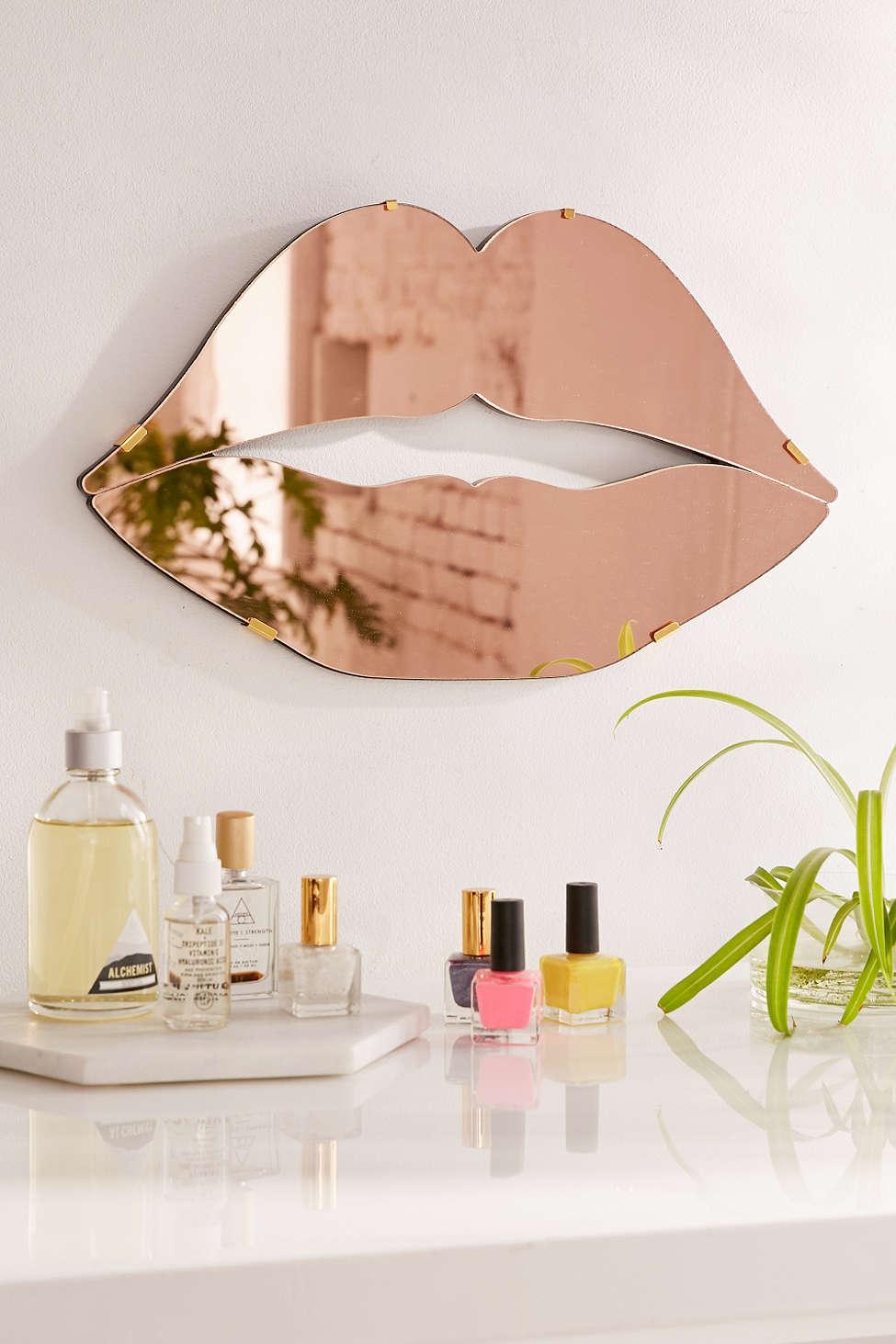 statement wall, mirror wall, wall decor ideas