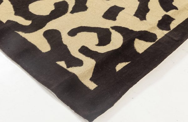 Hand-Tufted Contemporary Rug by Roderick N. Shade N11945