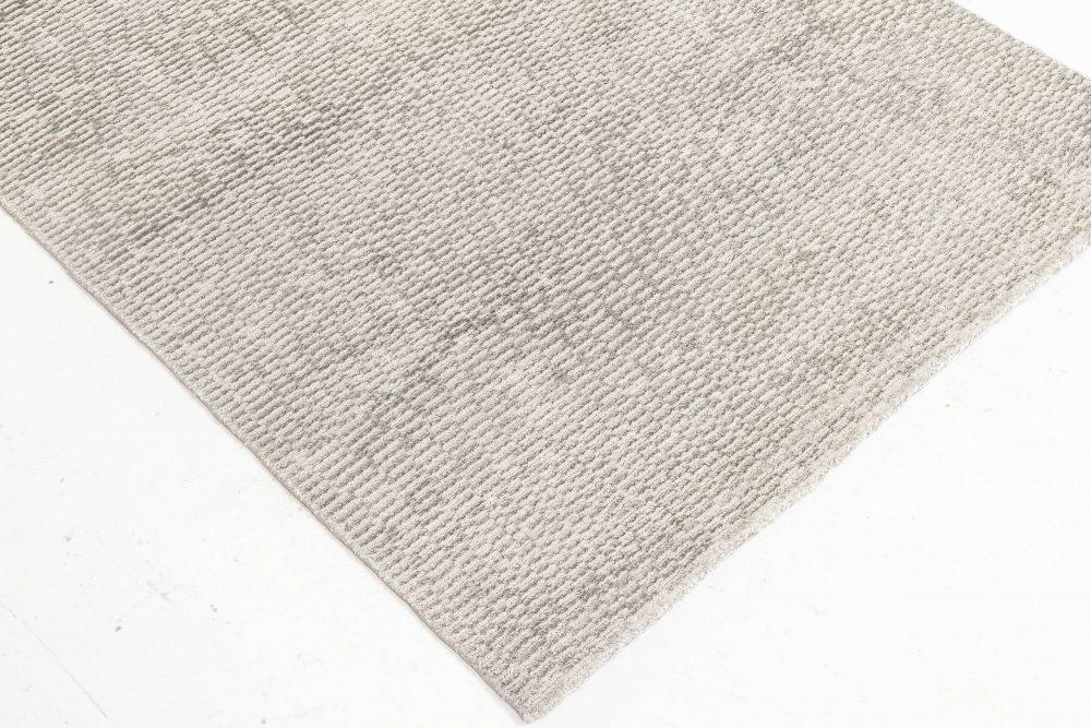 Contemporary Gray Silk Runner N11937