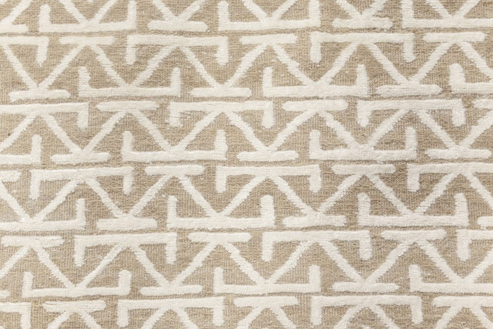 Contemporary Oriental Inspired Beige and White Rug N11975