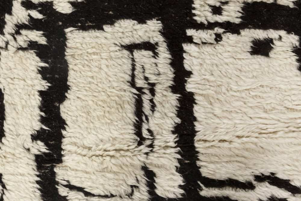 Contemporary Moroccan Black and White Handwoven Wool Rug N12035