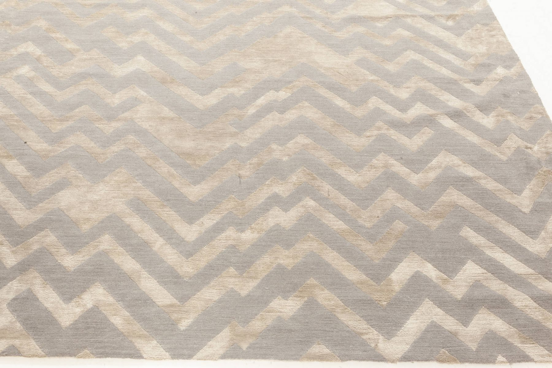 Rocky Peaks Silk and Wool Rug in Beige and Grey N12066