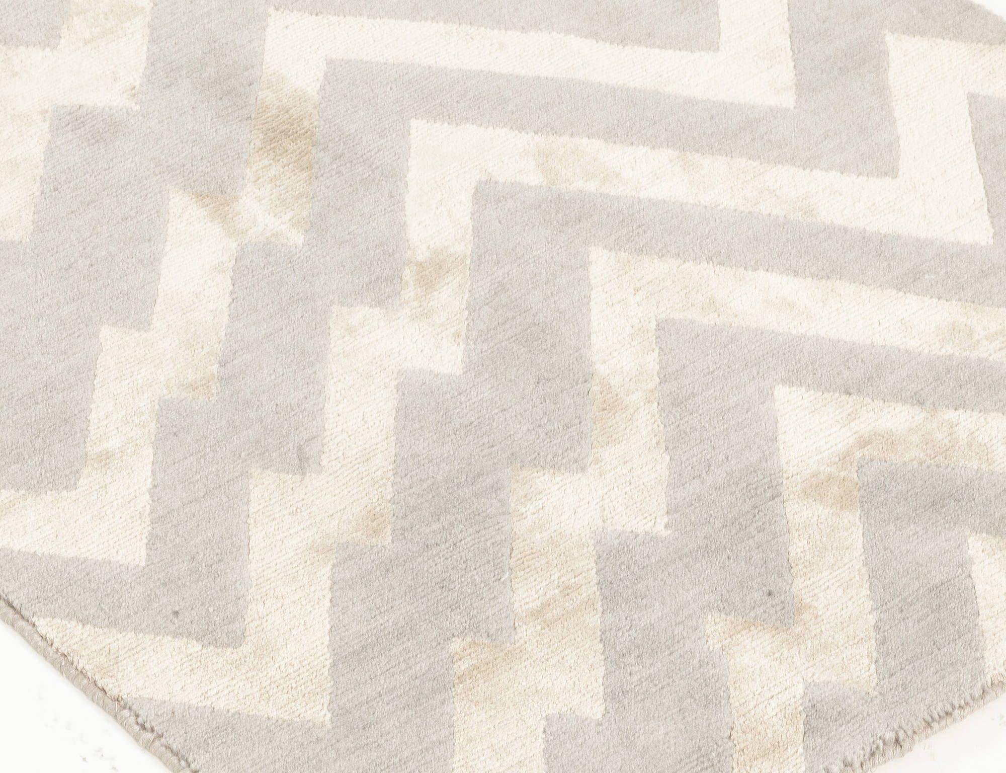 Rocky Peaks Rug in Gray and Beige Geometric Design of Silk and Wool N12065