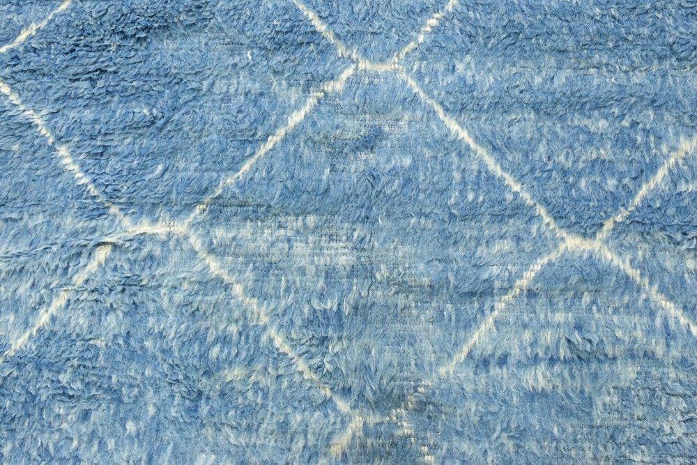 Modern Moroccan Beni Ourains, Shaggy Tribal Blue & White Rug N12081