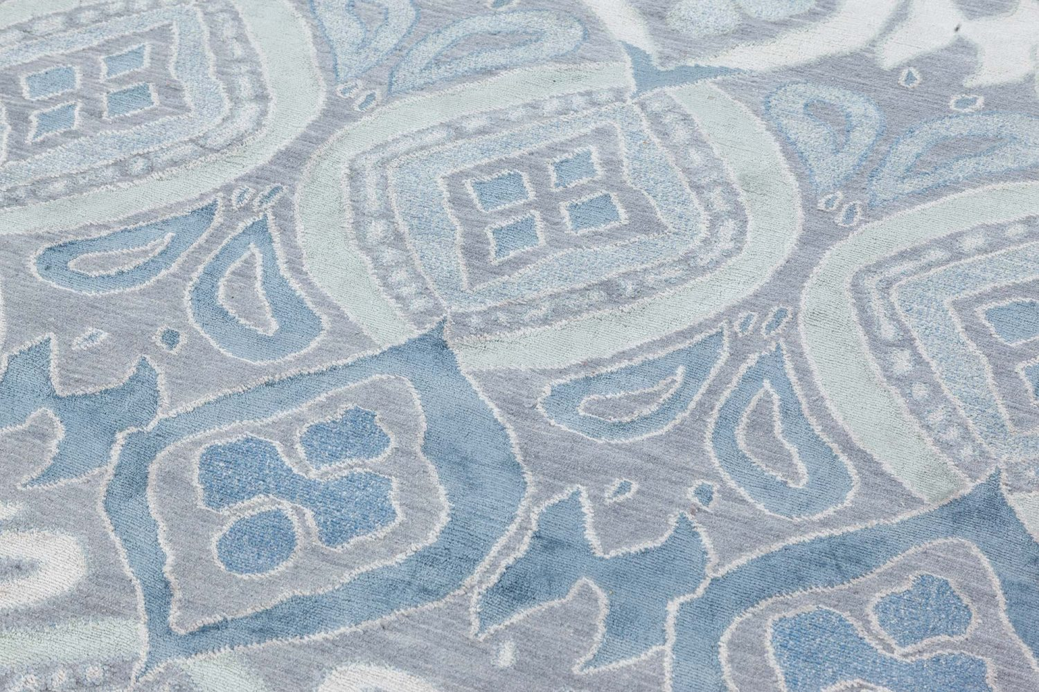 New Traditional Inspired Rug N12136