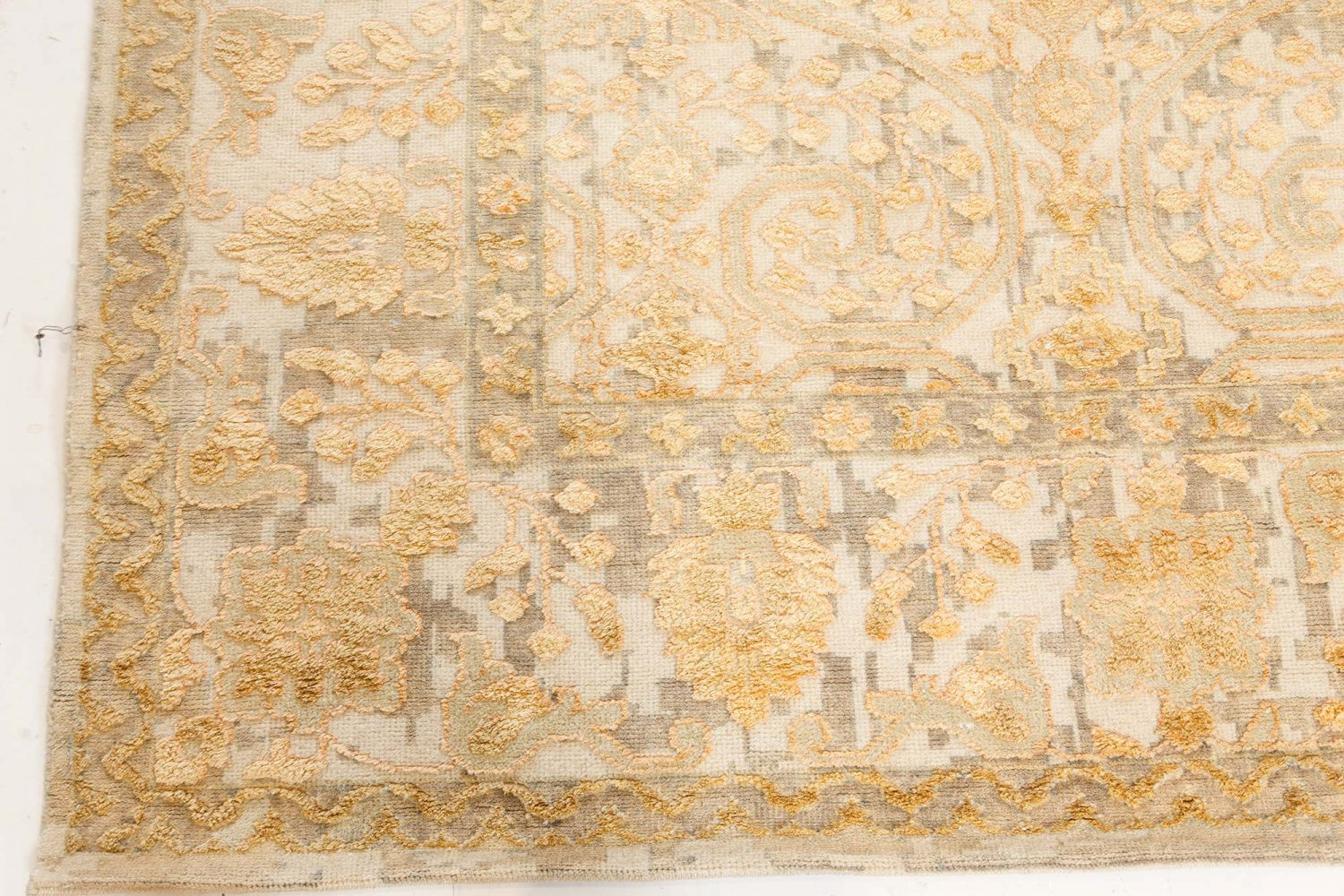 New Traditional Inspired Rug N12148