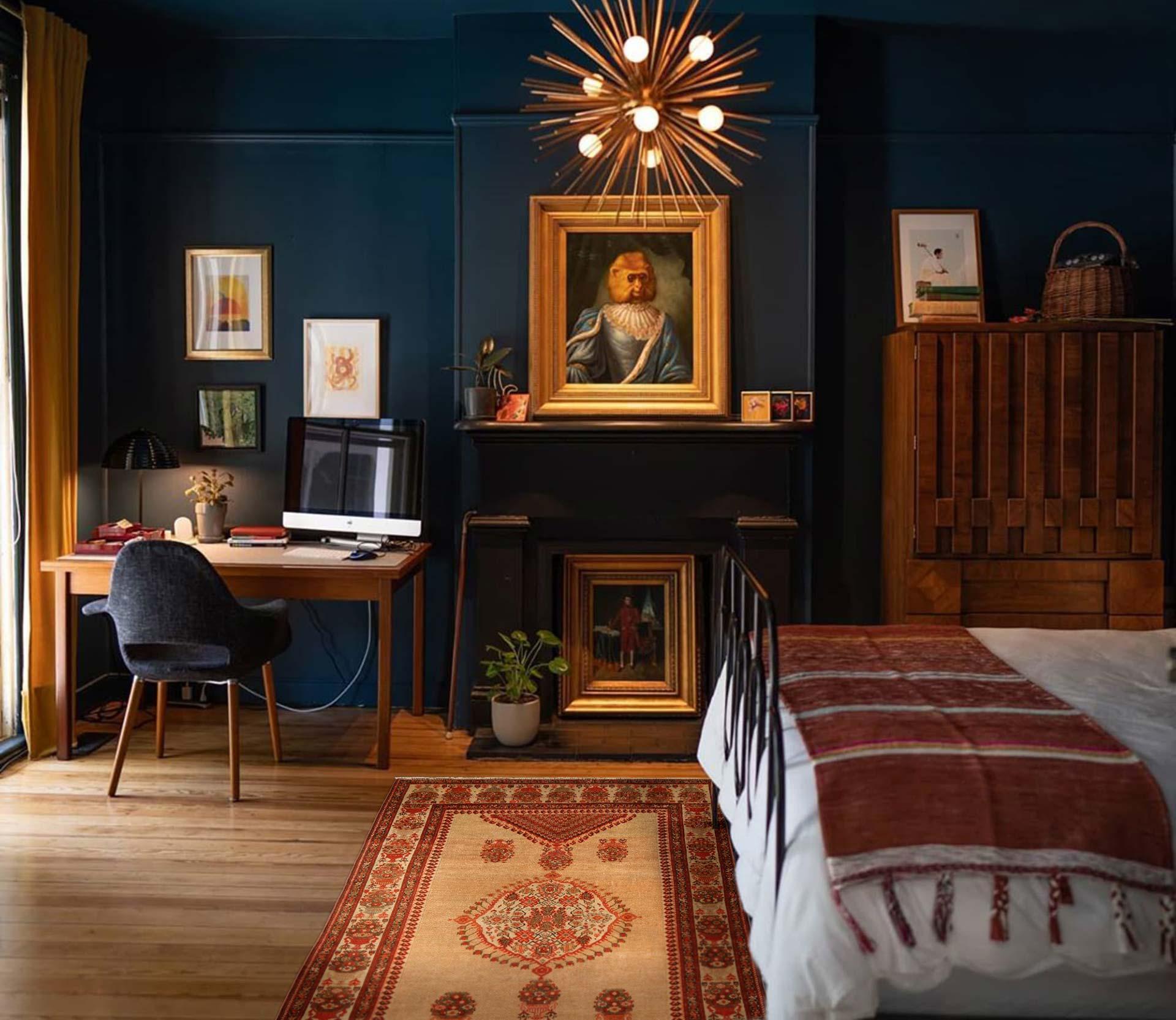 Sarouk handgemachter Wollteppich aus dem 19. Jahrhundert BB4198 in einem Schlafzimmer.  Conor McFarland