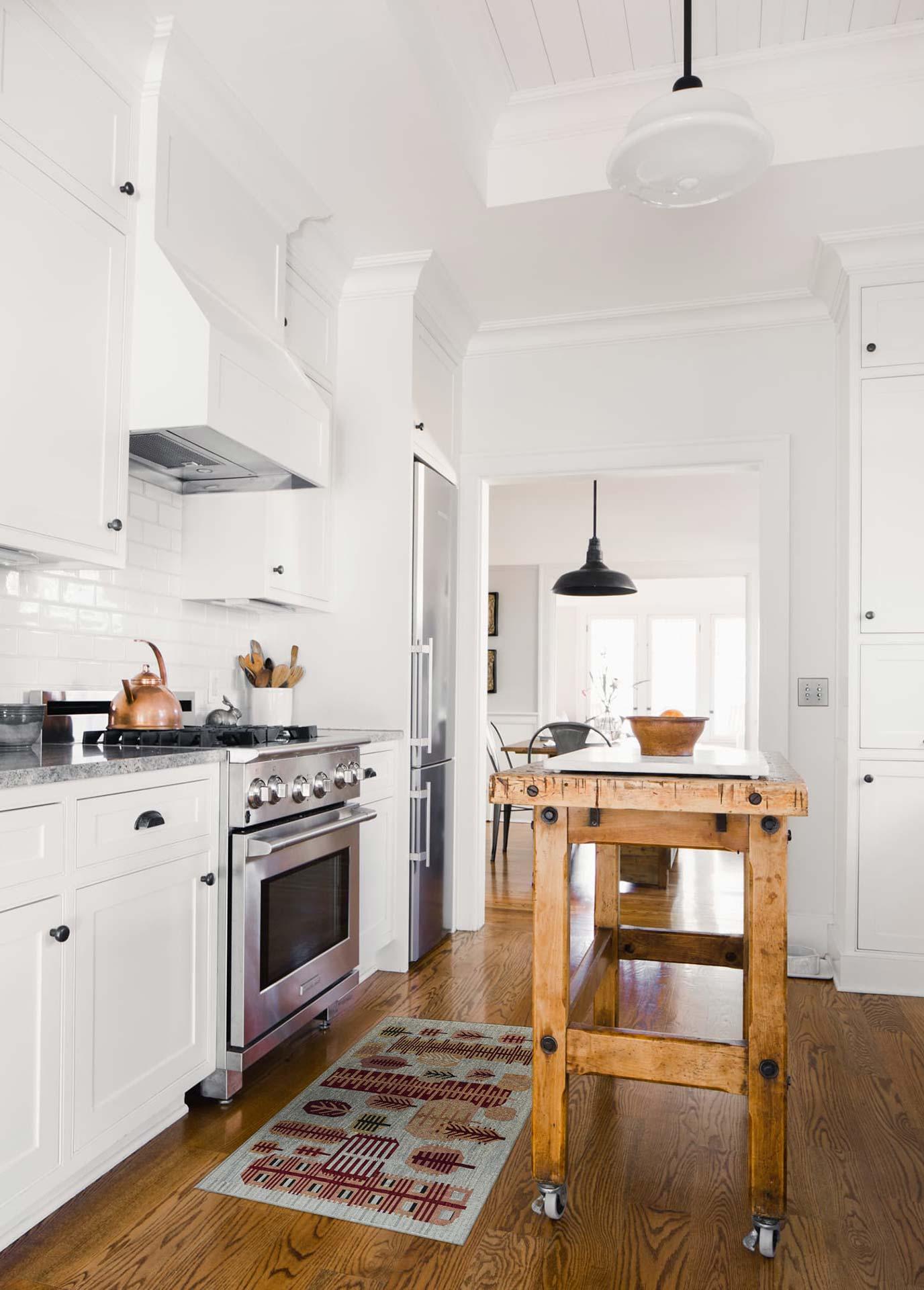 Neuer schwedischer Teppich N12173 in einer Küche