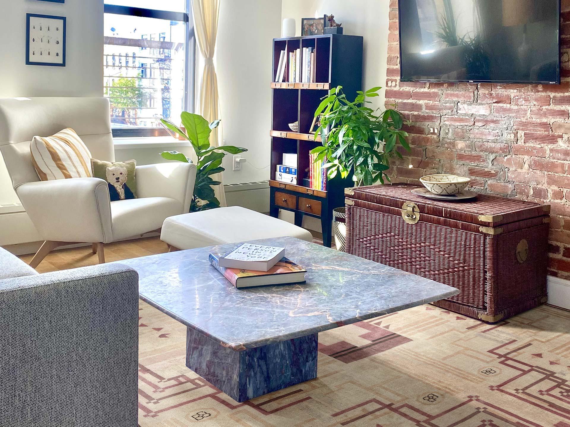 Vintage Art Deco Rosa Teppich BB7529 in einem Wohnzimmer