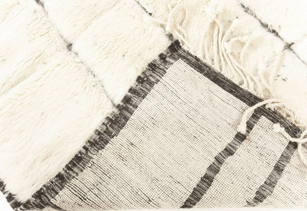 Tribal Style Moroccan Rug in White and Grey Wool N12183