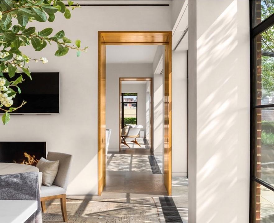 Flurrahmen, wo das Wohnzimmer mit anderen Hausräumen verbunden ist.