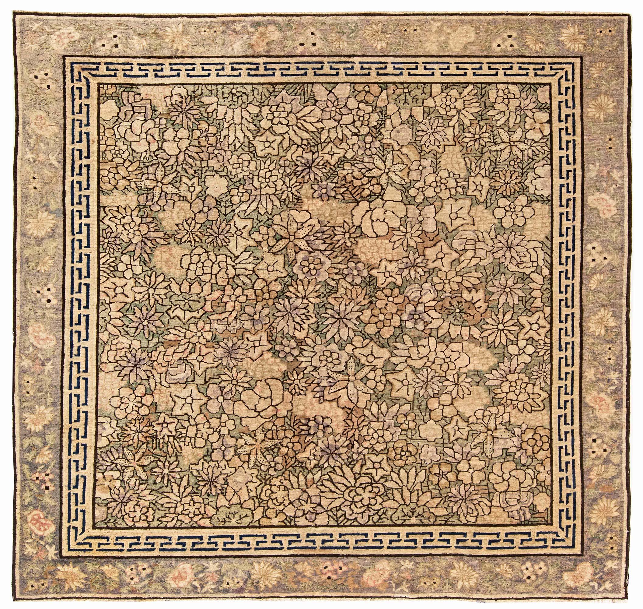 19. Jahrhundert Chinesischer hellblauer und lila handgewebter Wollteppich BB2845